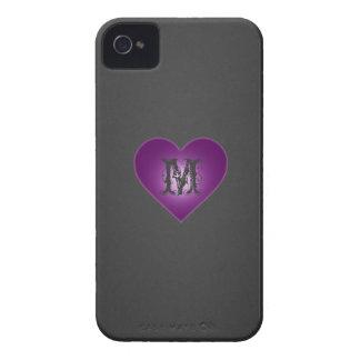 Monograma en Purple Heart, caso gris oscuro del iP iPhone 4 Case-Mate Funda