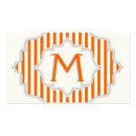 Monograma en un marco con el naranja, rayas blanca