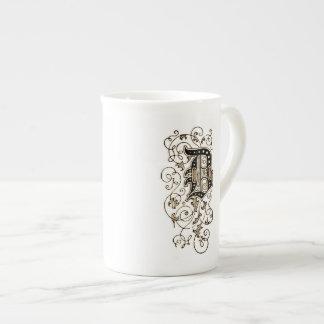 Monograma floral adornado 'D Taza De Té