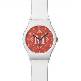 Monograma floral blanco coralino de la guirnalda reloj