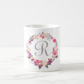 Monograma floral de la guirnalda taza básica blanca