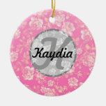 Monograma floral del vintage rosado femenino brill adornos de navidad