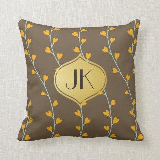 Monograma floral juguetónamente fresco del oro cojín decorativo