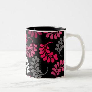Monograma floral rosado rojo taza de café