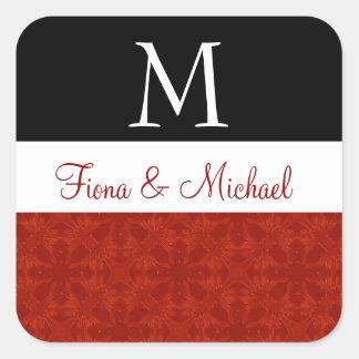 Monograma floral sutil rojo y negro M del boda Calcomanía Cuadradas Personalizadas