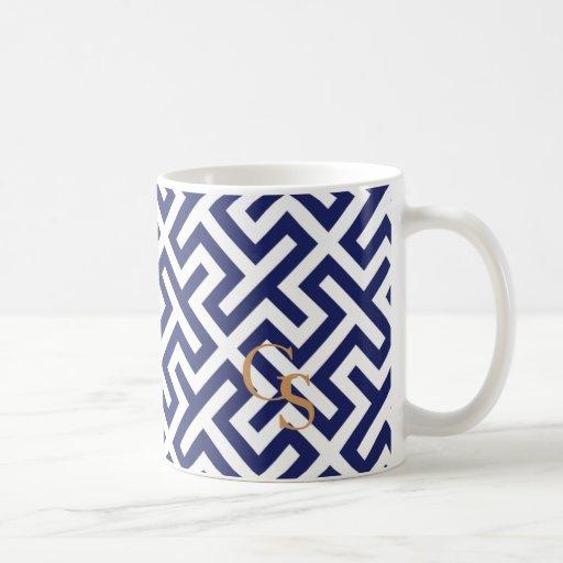 Monograma geométrico abstracto azul moderno de los tazas de café