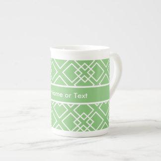 Monograma geométrico blanco verde del modelo tazas de porcelana