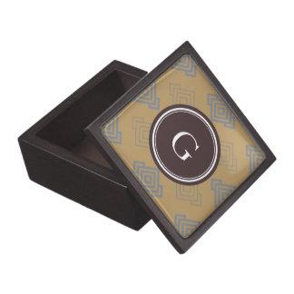 Monograma geométrico dominante griego marrón elega cajas de recuerdo de calidad