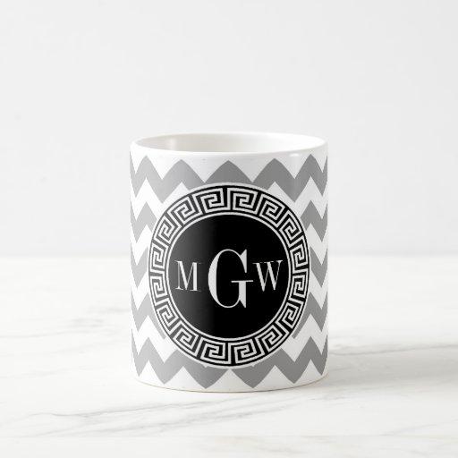 Monograma griego negro blanco gris de la llave 3 d taza