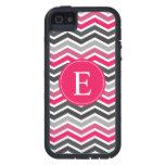 Monograma gris gris rosado de Chevron iPhone 5 Case-Mate Carcasas