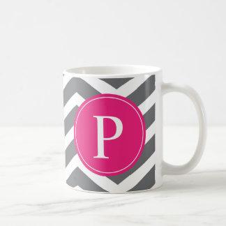 Monograma gris rosado de Chevron Taza De Café