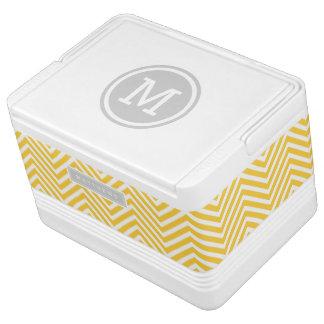 Monograma gris y amarillo del personalizado de Che Refrigerador Igloo