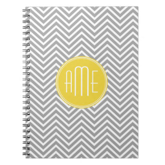 Monograma gris y amarillo del personalizado de los cuadernos