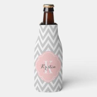 Monograma gris y rosado de Chevron Enfriador De Botellas