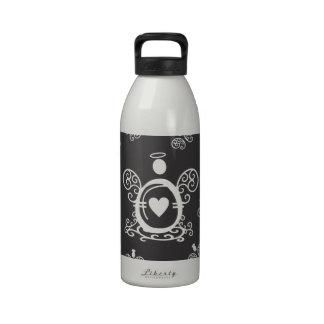 Monograma inicial de la letra 0 con ángeles botella de beber