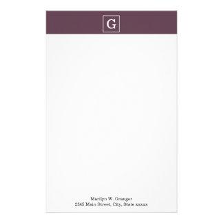 Monograma inicial enmarcado blanco de la berenjena papelería de diseño