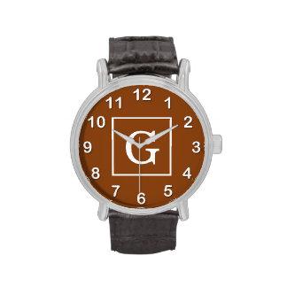 Monograma inicial enmarcado blanco marrón relojes de mano