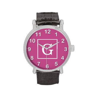 Monograma inicial enmarcado blanco púrpura de la m relojes de pulsera