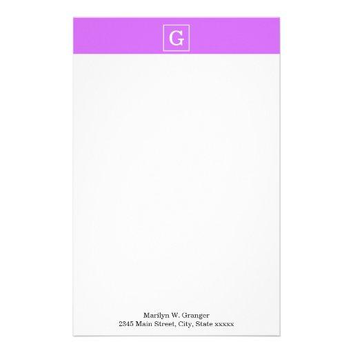 Monograma inicial enmarcado blanco púrpura de la papelería personalizada