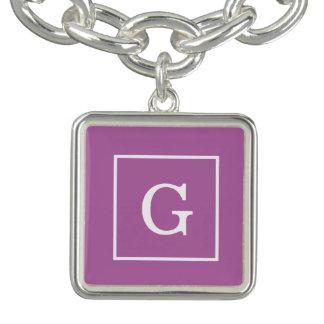 Monograma inicial enmarcado blanco púrpura de la pulsera
