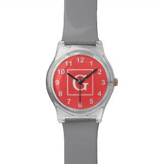 Monograma inicial enmarcado blanco rojo coralino relojes