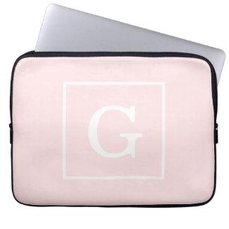 Monograma inicial enmarcado blanco rosa claro mangas computadora