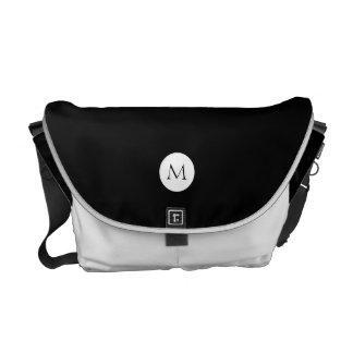 Monograma inicial opcional blanco negro sólido bolsas de mensajeria