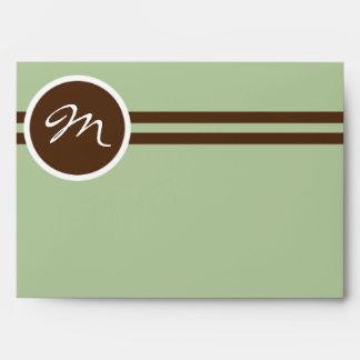 Monograma juguetón en verde salvia y el sobre de