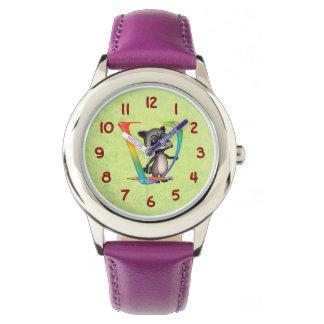 Monograma lindo V del mapache del empollón Reloj