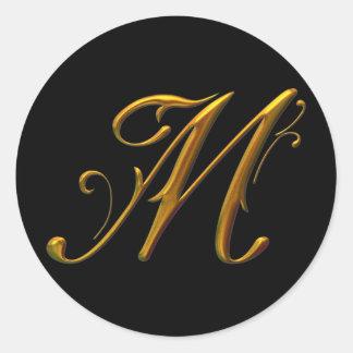 Monograma líquido del oro M Pegatina Redonda