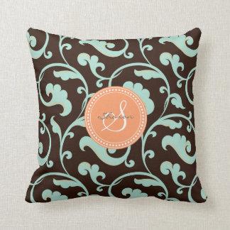 Monograma marrón femenino elegante del estampado d cojines