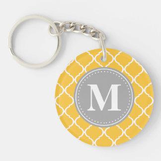 Monograma marroquí amarillo del gris del enrejado  llavero redondo acrílico a una cara