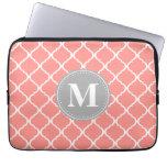 Monograma marroquí rosado coralino del gris del en mangas computadora