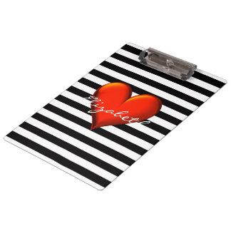 Monograma metálico rojo del corazón de la raya