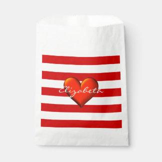 Monograma metálico rojo del corazón de la raya bolsa de papel
