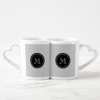 Monograma moderno gris y negro del personalizado d taza para parejas