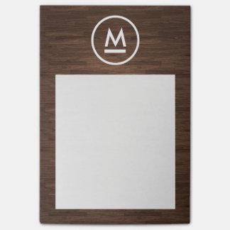 Monograma moderno inicial grande en la madera de post-it nota