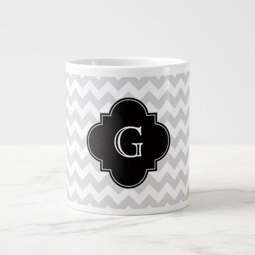 Monograma negro blanco gris claro de Chevron Quatr Taza Jumbo
