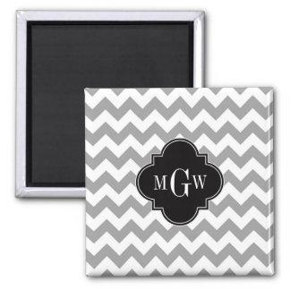 Monograma negro blanco gris de Chevron Quatrefoil Imán Cuadrado