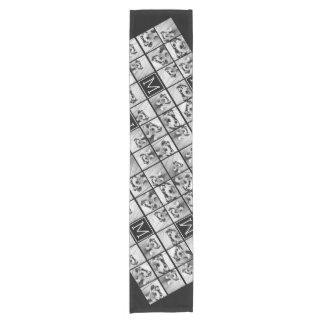 Monograma negro de encargo del collage de camino de mesa corto