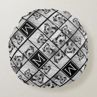 Monograma negro de encargo del collage de cojín redondo