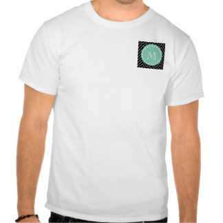 Monograma negro de la verde menta del modelo el camisetas