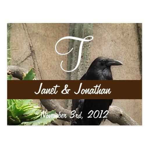 Monograma negro del cuervo tarjeta postal