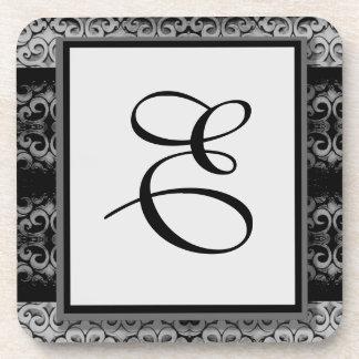 Monograma negro y de plata elegante de encargo posavasos de bebidas