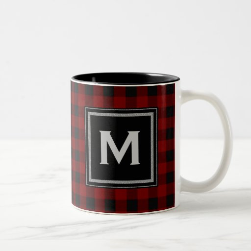 Monograma negro y rojo de la tela escocesa tazas