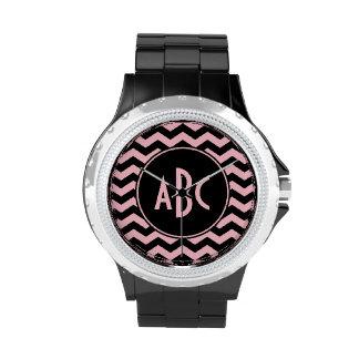 Monograma negro y rosado del zigzag relojes