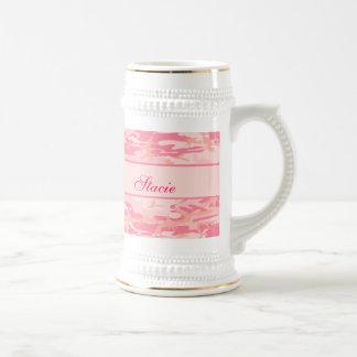 Monograma o nombre rosado de Cusom del camuflaje Jarra De Cerveza