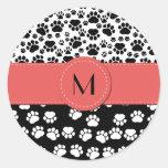 Monograma - patas del perro, rastros - rojo negro pegatina redonda