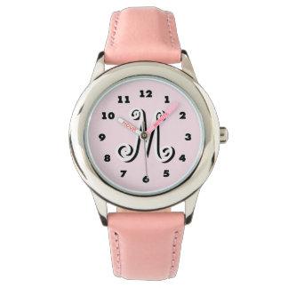 Monograma personalizado el | rosado de la letra relojes