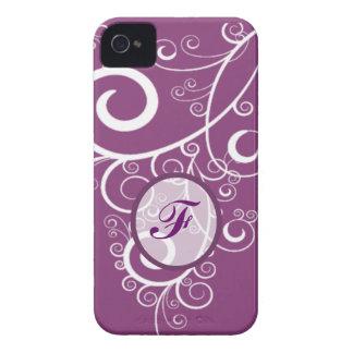 Monograma púrpura de los remolinos del blanco del Case-Mate iPhone 4 carcasa
